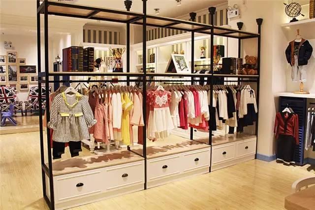 伊顿风尚童装加盟:一家创意无限的童装店