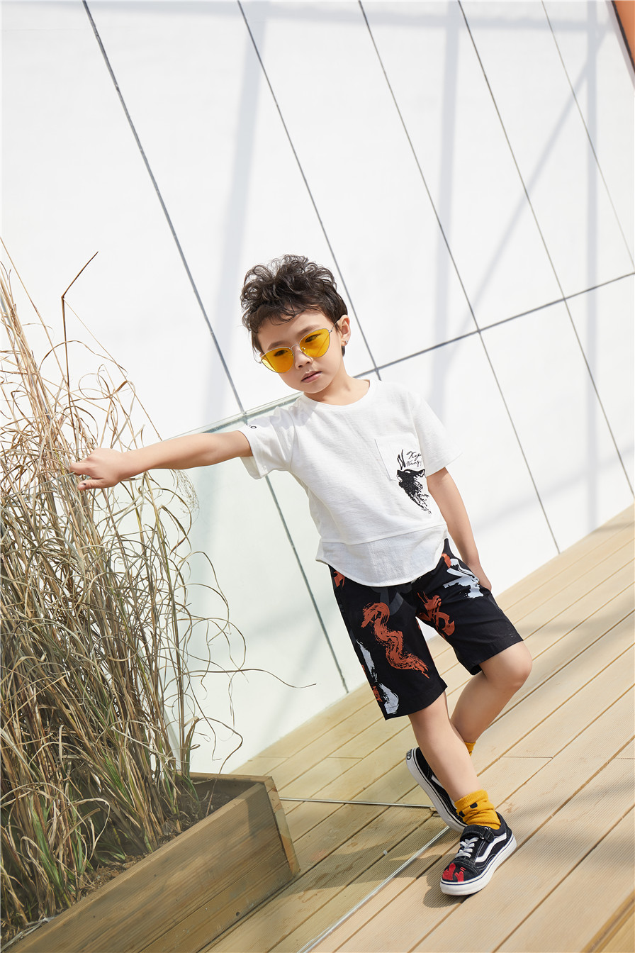 童心童趣服饰童装实力品牌造型时尚 深受家长和孩子们喜爱