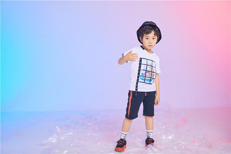 童心童趣服饰有限公司怎样 选料上十分严格