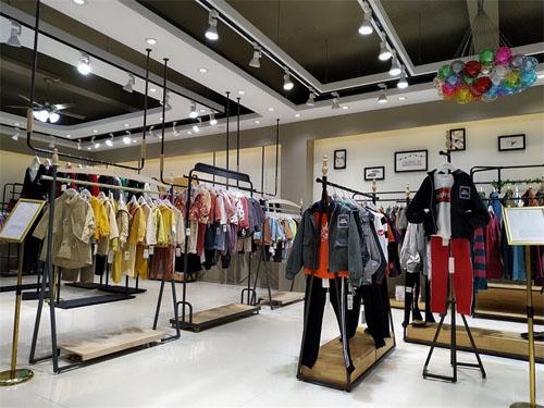 开童装店如何用陈列来引流,这种陈列方法能让顾客爆满