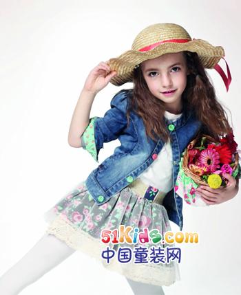 红黄蓝童装产品