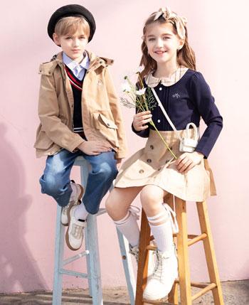 暇步士童装产品