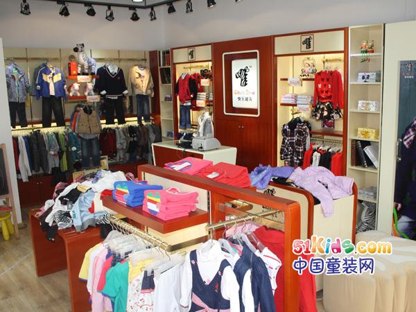 包括:   (1)统一的店面形象设计(含统一品牌标识);   (2)店铺开业需要