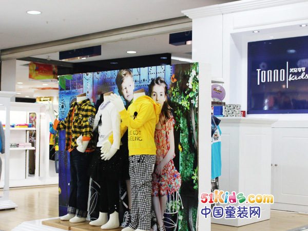 托尼可可童装品牌店铺形象
