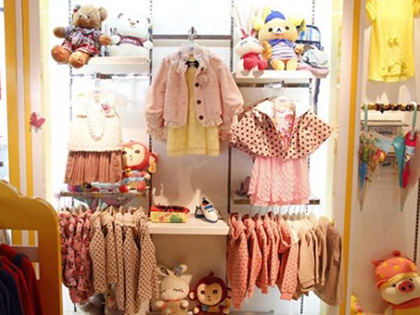 伟尼熊童装品牌店铺形象