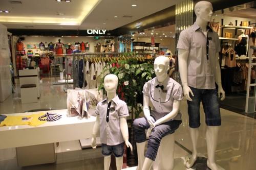 上流家族童装品牌店铺形象