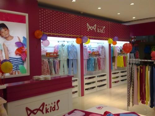 猫人儿童装品牌店铺形象