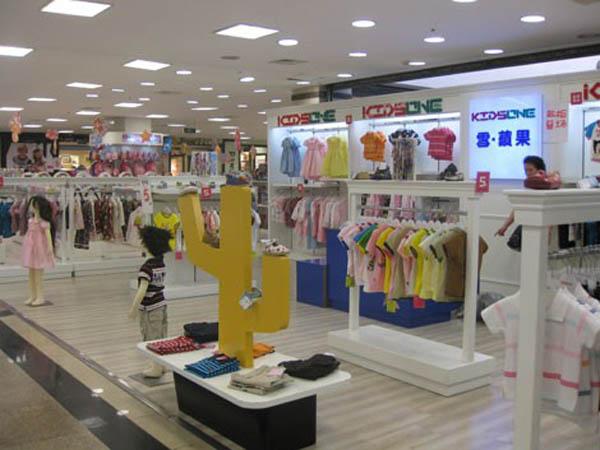 雪苹果童装品牌店铺形象
