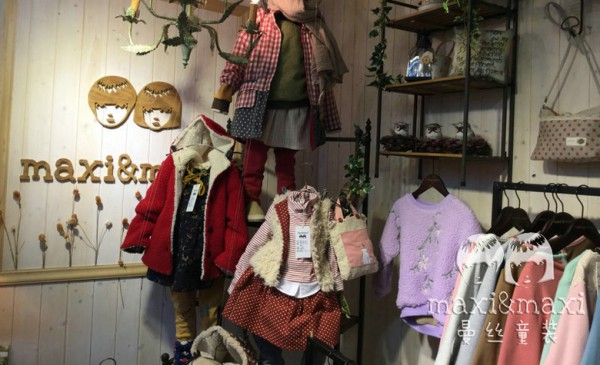 曼丝童装品牌店铺形象