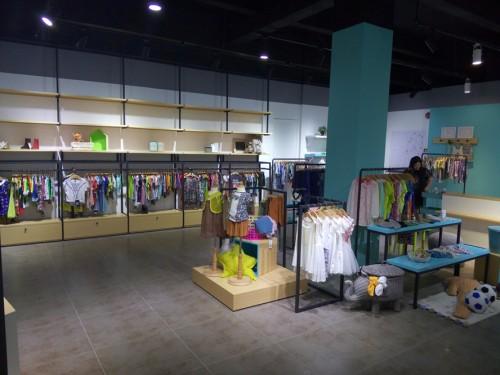 丛林的鱼童装品牌店铺形象