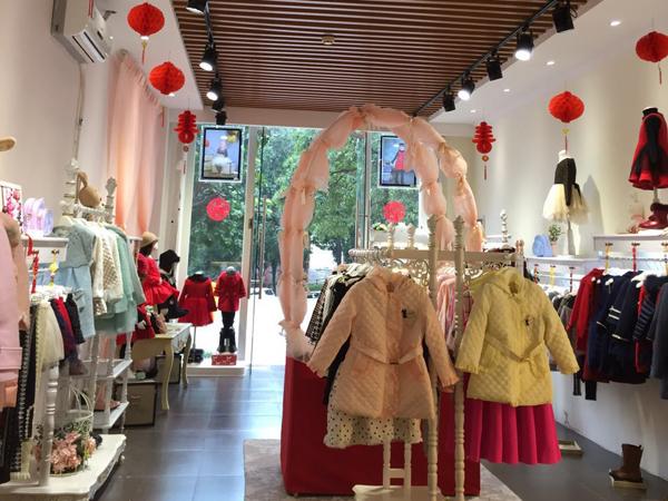 贵族童话童装品牌店铺形象
