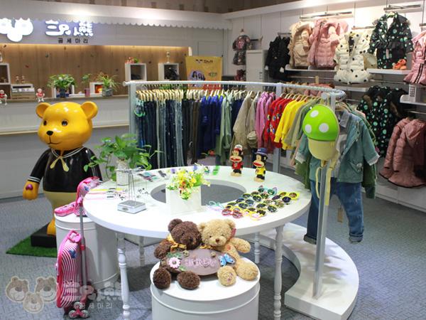 三只小熊童装品牌店铺形象