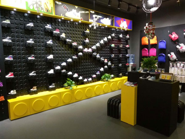 KIDS.ING童鞋店�形象