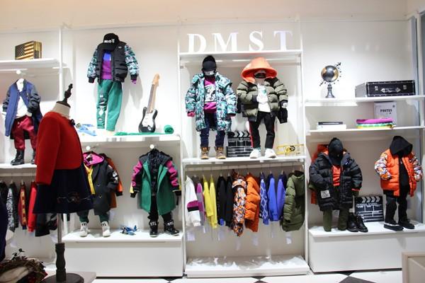 德蒙斯特童装品牌店铺形象