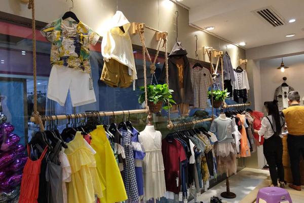 介及童装品牌店铺形象