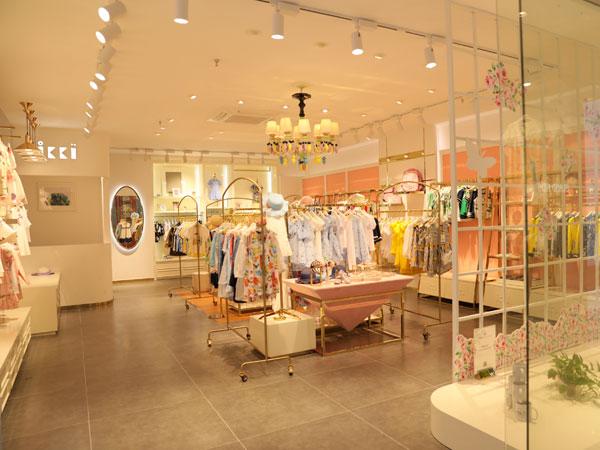 安娜与艾伦童装品牌店铺形象