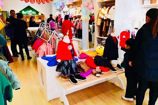 可米芽童装品牌店铺形象