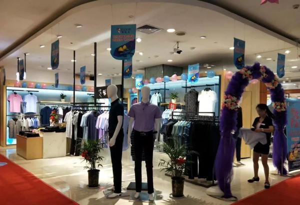 啄木鸟童装品牌店铺形象