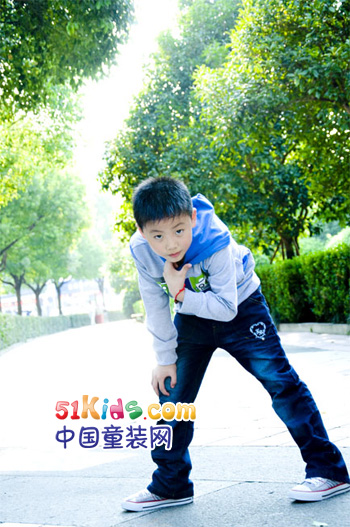 五色藤童装 给孩子们一个时尚、个性、自由的童年
