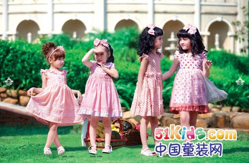 天使 中国 童装/[中国童装网]俄梅戛童装的LOGO是一对天使的翅膀,寓意在上帝的...