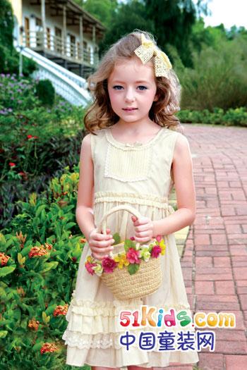 中国 童装/[中国童装网] 诞生于1999年的俄梅戛童装,以一对天使的翅膀为...
