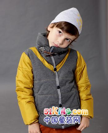 小龙童装服饰同时融合武功和舞蹈两种设计元素,充分体现儿童活泼,可爱