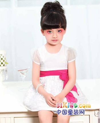 烂漫裙装秀 甜美时尚出行 J•2童装