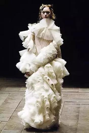 服装艺术就像一首包罗万象的长诗