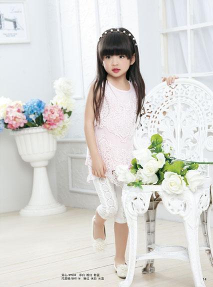 贝乐依娃童装的纯色年华