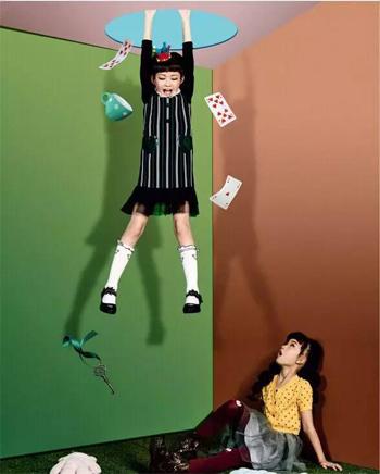 """风采童装》9月刊封面大片—麒麟baby带你""""唤醒爱丽丝"""""""