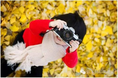 秋天,宝贝拍照穿什么衣服最漂亮?