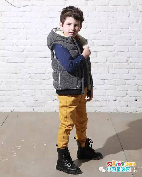 搭配亮黄色裤子