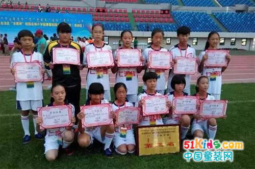 """内蒙古一机七小""""七波辉""""女子足球队再次夺冠"""
