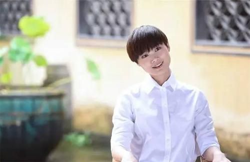 春春动态:七波辉形象代言人李宇春精彩资讯连连看
