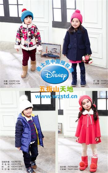 萌娃示范迪士尼童装秋冬时髦穿搭,走在潮流最前线