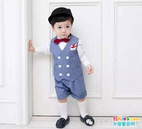 超会搭配服装的小帅哥