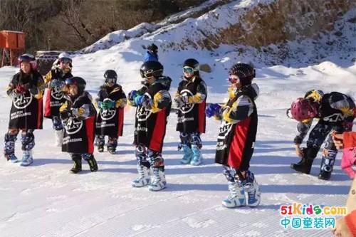探路者童装助阵儿童冬训营~萌娃们变身小勇士