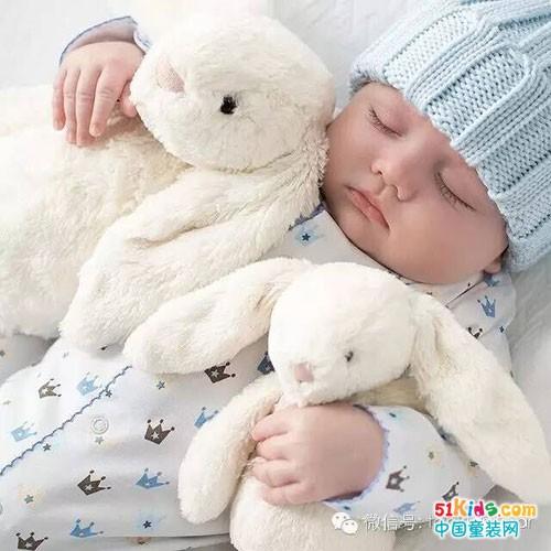 可爱,成为了最小的时尚小模特,穿着如此温暖舒适的婴儿装,就连睡觉都