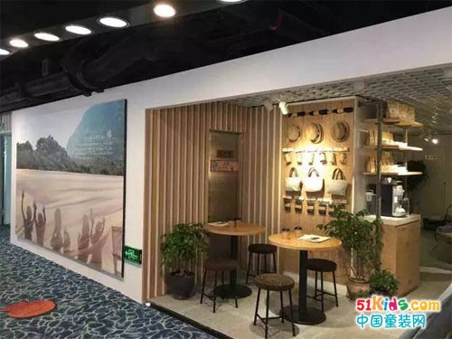 hcw中国首次亮相杭州大厦专柜