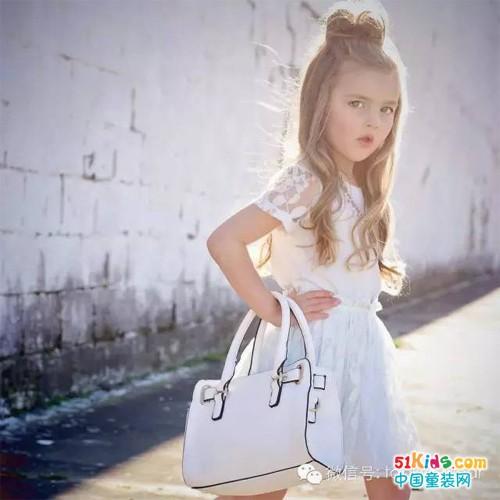 最给穿搭加分的小包包,你家宝贝有吗?