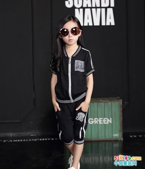 小孩子时髦夏装搭配 时髦童装套装配什么鞋子
