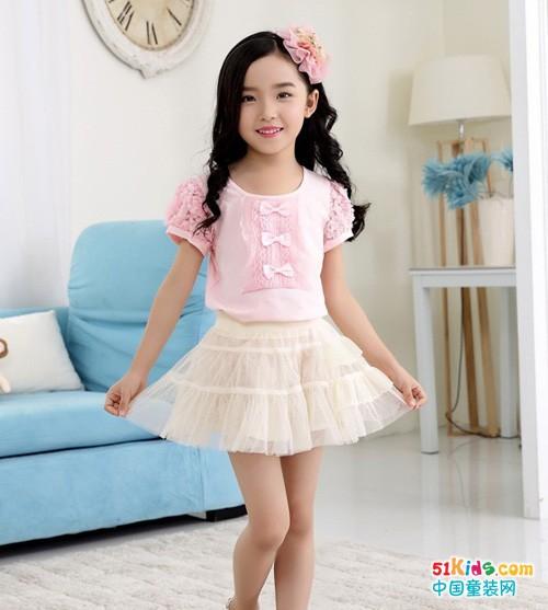 粉色T恤配什么颜色裙子 粉色上衣搭配