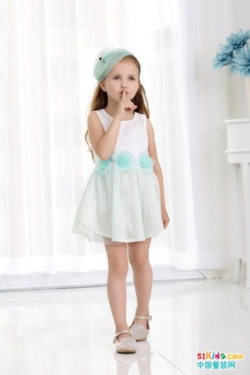 小女生无袖连衣裙买什么样的比较好看?