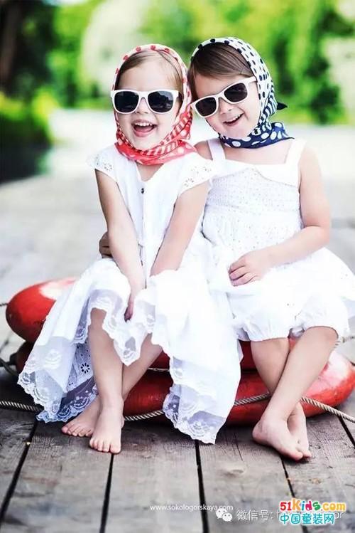 小白裙&小黑裙,你更喜欢哪一个?