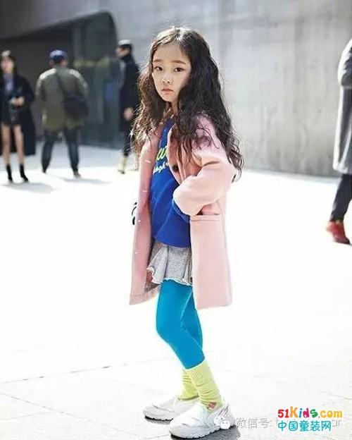 气质小美女的时尚街拍秀