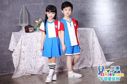 怎样使孩子上幼儿园受欢迎 一套园服就能搞定