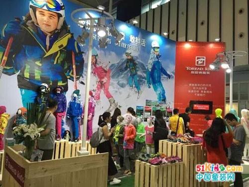 探路者童装携新品精彩亮相2016亚洲户外展