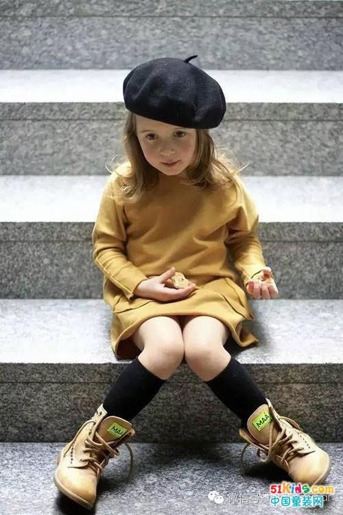 大黄靴不只能搭配裤子