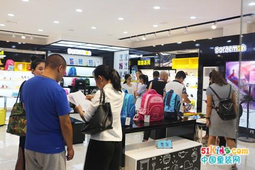 哆啦A梦童鞋与全国主流Shopping Mall强强联合  动漫潮牌受青睐