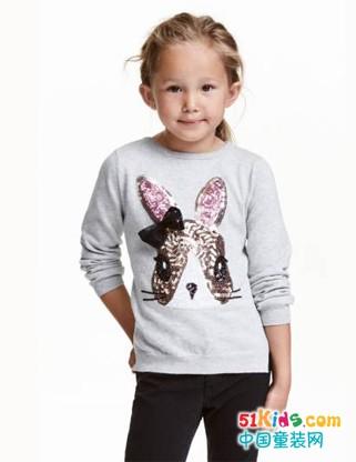 小小软妹与小小暖男秋日造型关键词:针织衫!